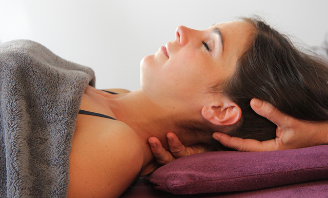 Normales Gewebe fühlt sich flüssig und elastisch an, wenn es hart, undurchlässig oder gestaut ist, weist dies auf eine Blockade hin.